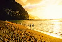 Sunset at Ke'e Beach (beginning of  the Na Pali Coast), north shore of Kaua'i, Hawaii USA