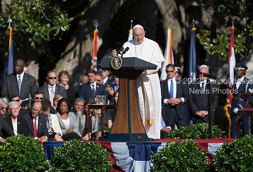 United States President Barack Obama hosts an Official State Welcome ceremony for Pope Francis on the South Lawn of the White House in Washington, DC on Wednesday, September 23, 2015.  <br /> Credit: Chris Kleponis / CNP