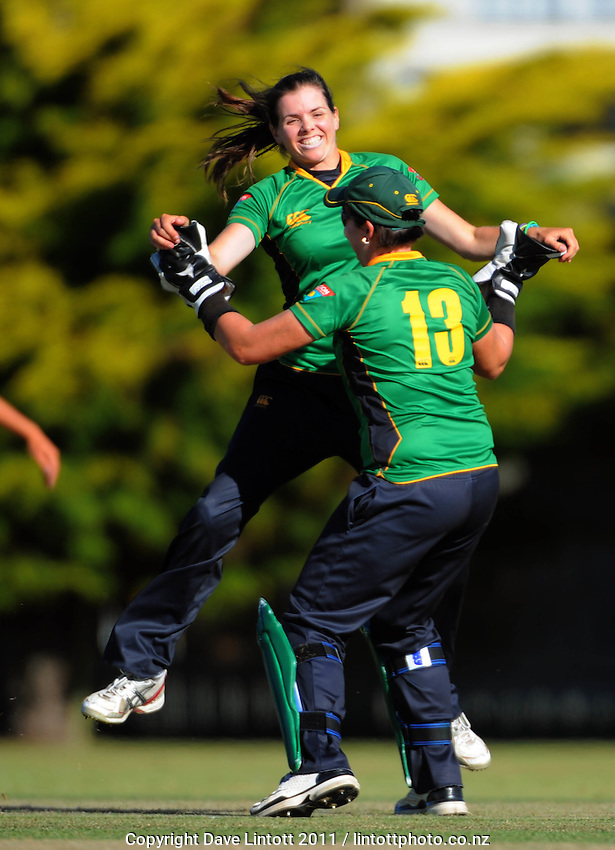 Hinds keeper Rachel Priest congratulates Eimear Richardson for dismissing Maria Fahey. Women's Twenty20 cricket - Central Hinds v Canterbury Magicians at Kena Kena Park, Paraparaumu Beach, Kapiti Coast, New Zealand on Friday, 14 January 2011. Photo: Dave Lintott / lintottphoto.co.nz