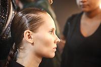 SAO PAULO, SP, 22 DE MARCO 2013 - SPFW R.ROSNER - Modelos no backstage da grife R.Rosner no último dia do São Paulo Fashion Week primavera-verão na Bienal do Ibirapuera na região sul da cidade de São Paulo nesta sexta-feira, 22. .FOTO: POLINE LYS - BRAZIL PHOTO PRESS.