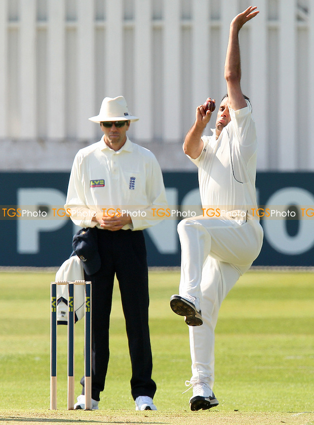 Kabir Ali in bowling action for Essex - Essex CCC vs Hamsphire CCC - LV County Championship Cricket at the Ford County Ground, Chelmsford -  09/04/10 - MANDATORY CREDIT: Gavin Ellis/TGSPHOTO - Self billing applies where appropriate - Tel: 0845 094 6026