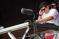 RIO DE JANEIRO, RJ, 31.12.2013 - O DJ Zambomba abre os shows do palco principal, em frente ao Copacabana Palace, na festa do Réveillon do Rio de Janeiro que espera cerca de 2,3 milhões de pessoas na praia de Copacabana. (Foto. Néstor J. Beremblum / Brazil Photo Press)