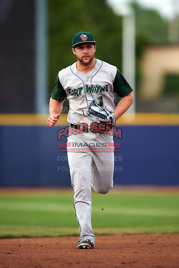 Fort Wayne TinCaps outfielder Michael Gettys (1) jogs to the dugout during a game against the Lake County Captains on May 20, 2015 at Classic Park in Eastlake, Ohio.  Lake County defeated Fort Wayne 4-3.  (Mike Janes/Four Seam Images)