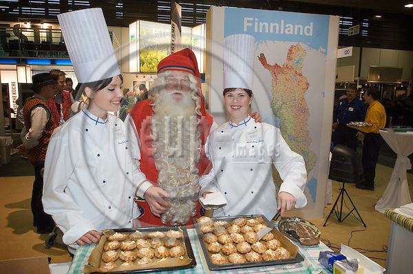 BERLIN - GERMANY 18 Jan 2008 -- At the Finnish stand at the fair for food and agriculture, Grüne Woche in Berlin, Santa Claus got to taste piroges from the chefs Katariina Salomaa (R) and Sonja Leppänen (L) -- PHOTO: © GORM K. GAARE/ EUP-BERLIN..
