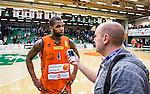 S&ouml;dert&auml;lje 2015-02-07 Basket Basketligan S&ouml;dert&auml;lje Kings - Bor&aring;s Basket :  <br /> Bor&aring;s Adama Darboe intervjuas av Bor&aring;s Tidnings journalist Magnus Jansson Klarin efter matchen mellan S&ouml;dert&auml;lje Kings och Bor&aring;s Basket <br /> (Foto: Kenta J&ouml;nsson) Nyckelord:  S&ouml;dert&auml;lje Kings SBBK T&auml;ljehallen Bor&aring;s Basket portr&auml;tt portrait
