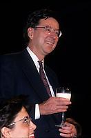 Robert Bourassa et son verre de lait lors de l'hommage qui lui est rendu au congres du PLQ en mars 1994<br /> <br /> Photo:  Agence Quebec Presse