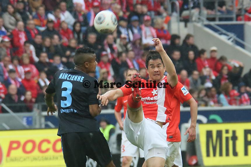 Ja-Cheol Koo (Mainz) gegen Michael Macienne (HSV) - 1. FSV Mainz 05 vs. Hamburger SV, Coface Arena, 34. Spieltag