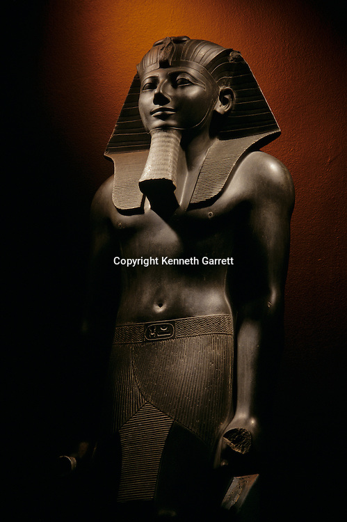 Thutmosis III, Thutmose III, Tuthmose III, statue, Luxor Museum, Egypt, New Kingdom