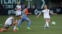 Portland, Oregon - Wednesday September 7, 2016: Portland Thorns FC midfielder Amandine Henry (28) passes out of midfield during a regular season National Women's Soccer League (NWSL) match at Providence Park.