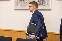 8. Sitzungstag des 1. Untersuchungsausschusses &quot;Terroranschlag Breitscheidplatz&quot; am Freitag den 5. Januar 2018.<br /> Als Zeugen fuer die 8. Sitzung des sog. &quot;Amri-Untersuchungsausschuss&quot; des Berliner Abgeordnetenhaus waren Behoerdenmitarbeiter aus Nordrhein-Westfalen, der Berliner Auslaenderbehoerde und dem Bundesinnenministerium geladen. Film-, Foto- und Tonaufnahmen von den Zeugen waren untersagt.<br /> Der Amri-Untersuchungsausschuss will versuchen die diversen Unklarheiten im Fall des Weihnachtsmarkt-Attentaeters zu aufzuklaeren.<br /> Im Bild: Stephan Lenz, Obmann und Sprecher der CDU im Untersuchungsausschuss.<br /> 5.1.2018, Berlin<br /> Copyright: Christian-Ditsch.de<br /> [Inhaltsveraendernde Manipulation des Fotos nur nach ausdruecklicher Genehmigung des Fotografen. Vereinbarungen ueber Abtretung von Persoenlichkeitsrechten/Model Release der abgebildeten Person/Personen liegen nicht vor. NO MODEL RELEASE! Nur fuer Redaktionelle Zwecke. Don't publish without copyright Christian-Ditsch.de, Veroeffentlichung nur mit Fotografennennung, sowie gegen Honorar, MwSt. und Beleg. Konto: I N G - D i B a, IBAN DE58500105175400192269, BIC INGDDEFFXXX, Kontakt: post@christian-ditsch.de<br /> Bei der Bearbeitung der Dateiinformationen darf die Urheberkennzeichnung in den EXIF- und  IPTC-Daten nicht entfernt werden, diese sind in digitalen Medien nach &sect;95c UrhG rechtlich geschuetzt. Der Urhebervermerk wird gemaess &sect;13 UrhG verlangt.]