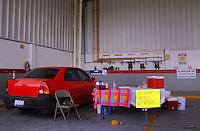 Querétaro, Qro. 30 de diciembre de 2016.- Largas filas para verificar los automoviles particulares. La verificación sirve para mantener monitoreadas las emisiones de contaminantes de los automoviles que circulan diariamente. En el caso de Querétaro los vehiculos de uso particular, uso intensivo y pesados deberán presentar dos verificaciones anuales.
