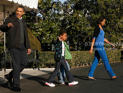 Washington, DC - February 7, 2009 -- United States President Barack Obama, first lady Michelle Obama and Sasha and a friend walk out of the White House to Marine One to travel to Camp David for the first time. .Credit: Dennis Brack / Pool via CNP
