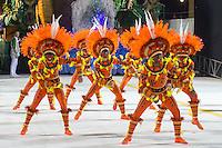 SANTOS, SP, 29.01.2016 - CARNAVAL-SANTOS - Integrantes da escola de samba Mocidade Independente de Padre Paulo, durante desfile do Carnaval de Santos 2016 na Passarela do Samba Dráusio da Cruz, na zona noroeste em Santos/SP, nesta sexta-feira, 29. (Foto: Flavio Hopp / Brazil Photo Press)
