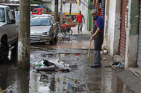 SAO PAULO, SP, 23/09/2013, ALAGAMENTO.  A Rua Joao Jacinto no bairro do Bras, amanheceu alagada na manha dessa segunda-feira (23), no primeiro dia da primavera.LUIZ GUARNIERI/BRAZIL PHOTO PRESS.