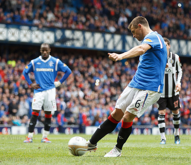 Lee McCulloch fails to score from the penalty spot