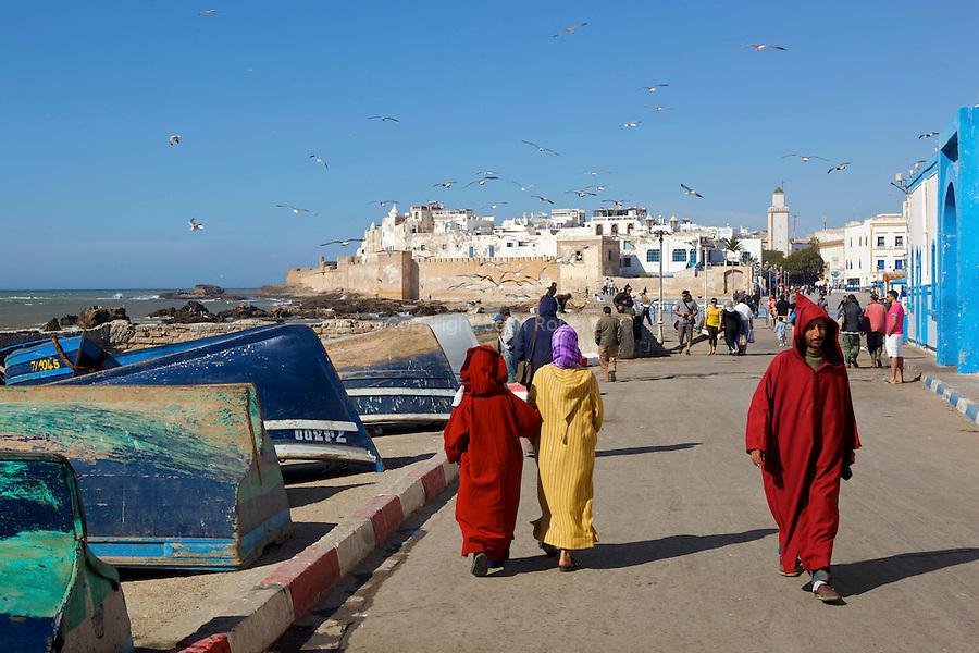 EssaouiraEssaouira, l'ancienne Mogador, la ville blanche et bleue (maisons blanches aux portes et fenêtres bleues). Port de pêche fondé par les Portugais puis conquis par les Français, maintenant classé au patrimoine mondial de l'Unesco..Essaouira, the old Mogador, the white and blue city