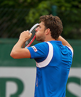 31-05-13, Tennis, France, Paris, Roland Garros,  Robin Haase blowing dust of his racket