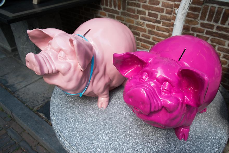 Nederland, Zeeland, 2 aug 2013<br /> Spaarvarkens.<br />  <br /> Foto(c): Michiel Wijnbergh