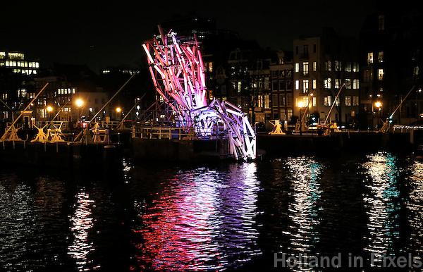 Nederland Amsterdam 2016. Amsterdam Light Festival. Kunstwerk Nexus in de Amstel.   Foto Berlinda van Dam / Hollandse Hoogte