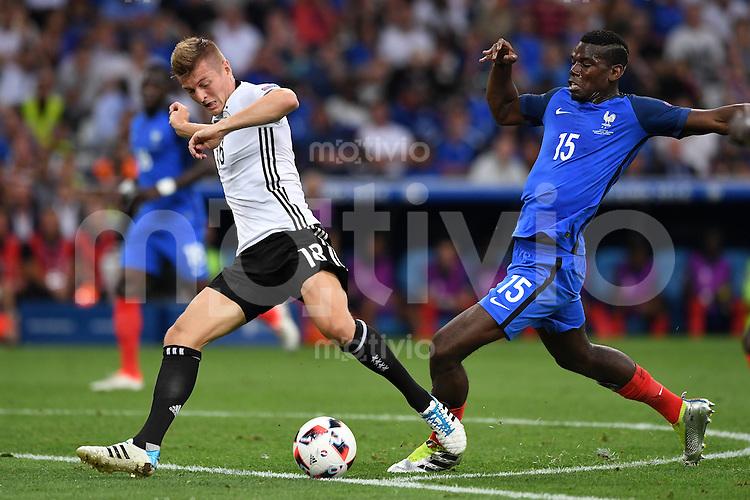 FUSSBALL EURO 2016 HALBFINALE IN MARSEILLE  Deutschland - Frankreich                 07.07.2016 Toni Kroos (li, Deutschland) gegen Paul Pogba (re, Frankreich)