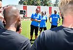 2018-07-15 / Voetbal / Seizoen 2018-2019 / Supporters groeten Lyra-Lierse op training / Tom Schipper spreekt zijn spelers toe<br /> <br /> ,Foto: Mpics
