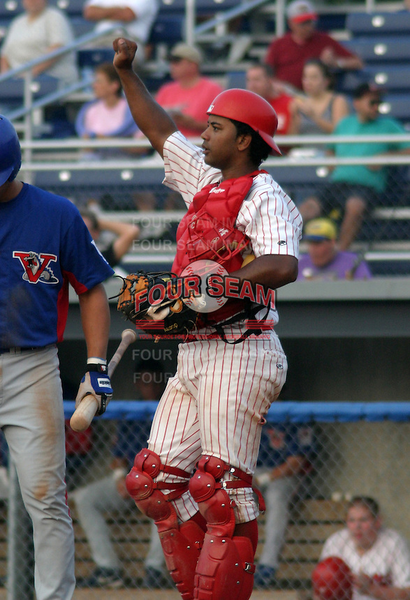 August 15, 2003:  catcher Jeury Diaz of the Batavia Muckdogs during a game at Dwyer Stadium in Batavia, New York.  Photo by:  Mike Janes/Four Seam Images