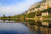 France, Dordogne (24), Vézac, la Dordogne un matin brumeux // France, Dordogne, Vezac, Dordogne river