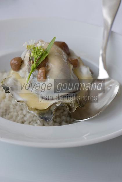 Europe/France/Bretagne/29/Finistère/Carantec: Huitres de chez Cadoret tièdes pochées, crème de chou-fleur et andouille de Guéméné - recette de Patrick Jeffroy de L'Hotel de Carantec