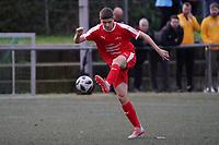 Noah Lorenz (Büttelborn) zieht ab - Büttelborn 03.11.2019: SKV Büttelborn vs. SV 07 Nauheim, Gruppenliga Darmstadt