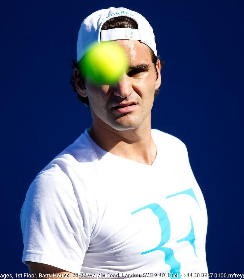 Roger Federer on the practice court at Melbourne Park..International Tennis - Australian Open Tennis - Monday 25 Jan 2010 - Melbourne Park - Melbourne - Australia ..© Frey - AMN Images, 1st Floor, Barry House, 20-22 Worple Road, London, SW19 4DH.Tel - +44 20 8947 0100.mfrey@advantagemedianet.com
