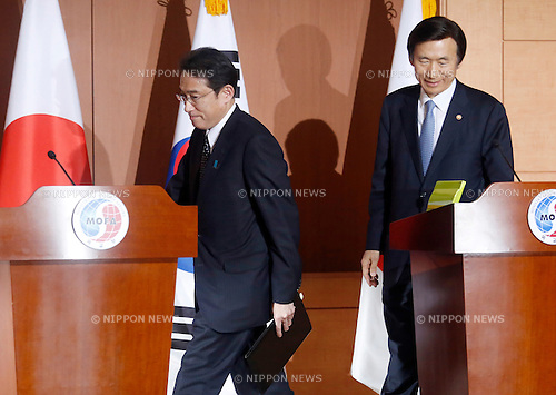 Fumio Kishida and Yun Byung-se, Dec 28, 2015 : Japanese Foreign Minister Fumio Kishida (L) and his South Korean counterpart Yun Byung-se arrive for a press conference after their talks at the Foreign Ministry in Seoul, South Korea. The foreign ministers of the two countries met for talks on the issue of Korean women, so-called comfort women, who were forced into sexual slavery for Japanese army during World War II. (Photo by Lee Jae-Won/AFLO) (SOUTH KOREA)
