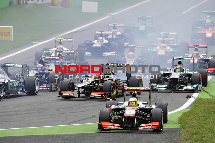05.-08.09.2011, Autodromo Nationale, Monza, ITA, F1, Grosser Preis von Italien, Monza, im Bild  Sergio Perez (MEX)  McLaren F1 Team  - Kimi Raikkonen (FIN), Lotus Renault F1 Team - Lewis Hamilton (GBR), Mercedes GP <br />  Foto &copy; nph / Mathis