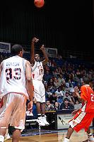 SAN ANTONIO, TX - JANUARY 19, 2006: The Sam Houston State University Bearkats vs. The University of Texas at San Antonio Roadrunners Men's Basketball at the UTSA Convocation Center. (Photo by Jeff Huehn)