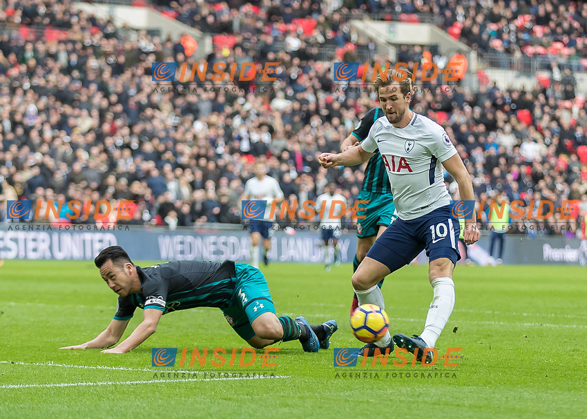 Football - 2017 / 2018 Premier League - Tottenham Hotspur vs. Southampton Harry Kane (Tottenham FC) lifts the ball over the falling Maya Yoshida (Southampton FC ) to complete his hat trick at Wembley Stadium. COLORSPORT/DANIEL BEARHAM PUBLICATIONxNOTxINxUK csp_tot_sou_261217_  <br /> Premier League 2017/2018 <br /> Foto Imago / Insidefoto