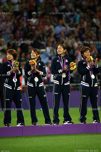 (L-R) Aya Miyama, Nahomi Kawasumi, Homare Sawa, Shinobu Ohno (JPN), AUGUST 9, 2012 - Football / Soccer : (L-R) Aya Miyama, Nahomi Kawasumi, Homare Sawa and Shinobu Ohno of Japan celebrate with their silver medals during the medal ceremony for the Women's Football of the London 2012 Summer Olympic Games at Wembley Stadium in London, UK. (Photo by Koji Aoki/AFLO SPORT)