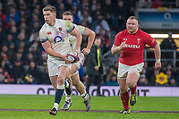 Twickenham, Surrey. UK.  Owen FARRELL, supported by, Sam SIMMONDS, and pursued by Samson LEE, during the Six Nations Rugby Match, England vs Wales RFU Stadium, Twickenham. Surrey, England. on Saturday 10.02.18<br /> <br /> <br /> [Mandatory Credit Peter SPURRIER/Intersport Images]