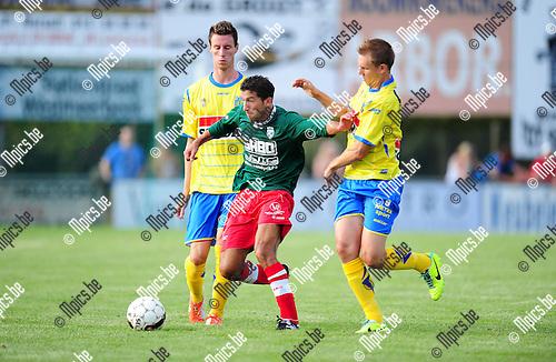 2014-07-22 / Voetbal / seizoen 2014-2015 / Houtvenne - KVC Westerlo / Nurullah Kocak van Houtvenne probeert Kevin Vandenbergh af te houden<br /><br />Foto: mpics.be