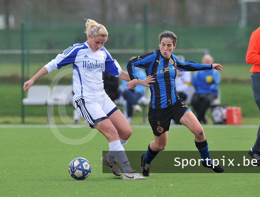 Club Brugge Dames - Rassing Harelbeke : Davina Callens aan de bal voor Lore Dezeure.foto DAVID CATRY / Vrouwenteam.Be