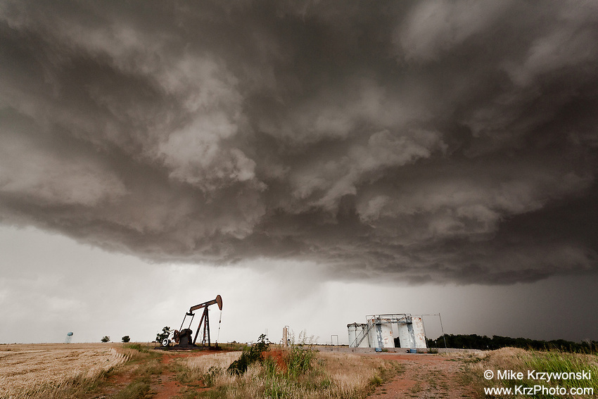A rotating thunderstorm above an oil pump & storage tanks in Piedmont, OK, May 29, 2012