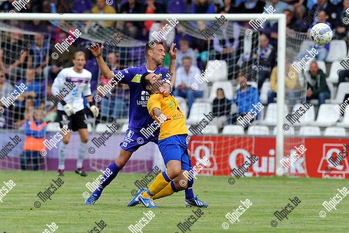 2013-09-01 / Voetbal / seizoen 2013-2014 / Beerschot Wilrijk - Ternesse / Davy De Smedt stopt Umut Aktepe (Ternesse) foutief af.<br /><br />Foto: Mpics.be
