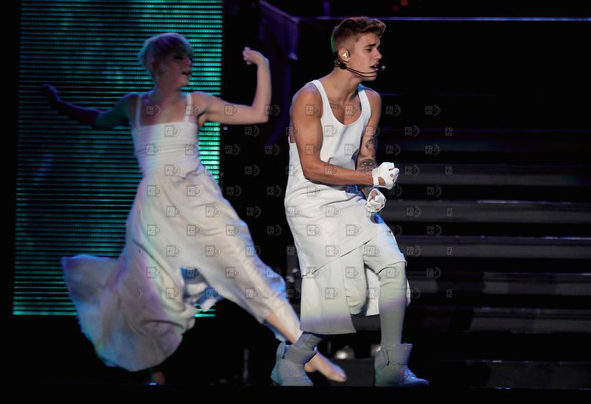 CIUDAD DE M&Eacute;XICO, Noviembre 18, 2013.  El cantante canadiense, Justin Bieber, durante su concierto de su grira mundial &quot;Believe Tour&quot; en el Foro Sol de la Ciudad de M&eacute;xico, el 18 de noviembre de 2013. Justin Bieber visit&oacute; M&eacute;xico por segunda vez.  FOTO: ALEJANDRO MEL&Eacute;NDEZ<br /> <br /> MEXICO CITY, Nov. 18, 2013. Canadian singer Justin Bieber during his concert of his world grira &quot;Believe Tour&quot; Foro Sol in Mexico City, on November 18, 2013. Justin Bieber visited Mexico for the second time. PHOTO: ALEJANDRO MELENDEZ