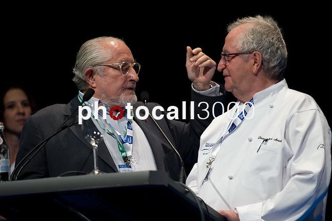 Alain Senderens (I), Juan Mari Arzak (D). Feria de gastronomía San Sebastián Gastronomika. Congreso Internacional de Gastronomía con lo mejor de la gastronomía vasca, española y mundial