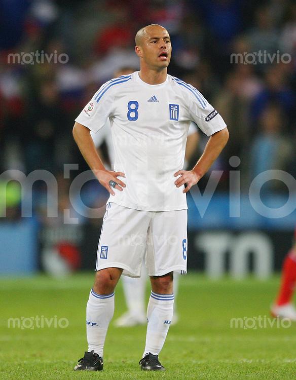 FUSSBALL EUROPAMEISTERSCHAFT 2008  Griechenland - Russland    14.06.2008 Stelios Giannakopoulos ( Griechenland ) enttaeuscht auf dem Platz stehend