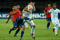 PEREIRA - COLOMBIA, 24-01-2020: Raimundo Rebolledo de Chile disputa el balón con Nicolas Capaldo de Argentina durante partido entre Chile y Argentina por la fecha 3, grupo A, del CONMEBOL Preolímpico Colombia 2020 jugado en el estadio Hernán Ramírez Villegas de Pereira, Colombia. / Raimundo Rebolledo of Chile fights the ball with Nicolas Capaldo of Argentina during the match between Chile and Argentina for the date 3, group A, for the CONMEBOL Pre-Olympic Tournament Colombia 2020 played at Hernan Ramirez Villegas stadium in Pereira, Colombia Photos: VizzorImage / Julian Medina / Cont