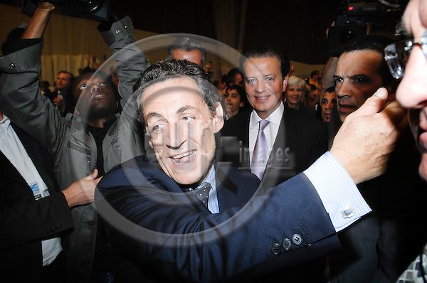 PARIS - FRANCE 18. 04. 2007 -- French conservative presidential candidate Nicolas Sarkozy surrounded by supporters and press during an electoral meeting in Issy Les Moulineaux, West of Paris, Wednesday April 18, 2007  -- PHOTO: GORM K. GAARE / EUP- IMAGES ...