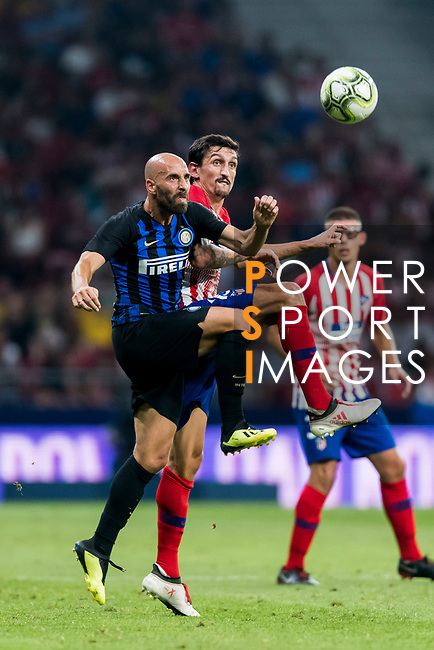 Borja Valero (L) of FC Internazionale competes for the ball with Stefan Savic of Atletico de Madrid during their International Champions Cup Europe 2018 match between Atletico de Madrid and FC Internazionale at Wanda Metropolitano on 11 August 2018, in Madrid, Spain. Photo by Diego Souto / Power Sport Images