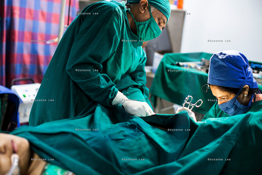 Dr. Nayana Patel (right) performs a laproscopy operation, on a patient in the operation theater of Akanksha IVF and Surrogacy Clinic in Anand, Gujarat, India on 11th December 2012. Photo by Suzanne Lee / Marie-Claire France