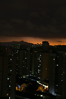 SÃO PAULO, SP. 03.09.2018 - CLIMA-SP - Entardecer com nuvens carregadas sobre a zona sul da cidade de Sao Paulo nesta segunda-feira 03. (Foto: Luiz Guarnieri/ Brazil Photo Press)
