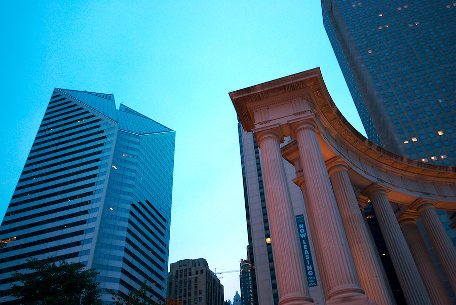 Collums details at dusk in Millenium Park Monumentun in Chicago, Millenium Park is a Landmark in the City