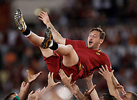 Calcio, Serie A: Roma, stadio Olimpico, 28 maggio 2017.<br /> AS Roma's Roma&rsquo;s Francesco Totti is thrown into the air by teammates during a ceremony to celebrate his last match with AS Roma after the Italian Serie A football match between AS Roma and Genoa at Rome's Olympic stadium, May 28, 2017.<br /> Francesco Totti's final match with Roma after a 25-season career with his hometown club.<br /> UPDATE IMAGES PRESS/Isabella Bonotto